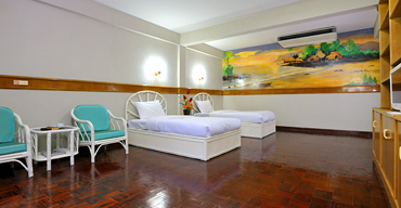 Surin Beach Villa has a total of 15 rooms, ranging in size from rooms for 2 or 3 people up to family suites.